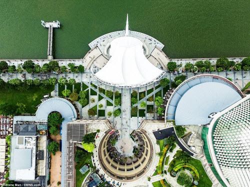 Ngắm vẻ đẹp khác lạ của Singapore từ trên cao - 1