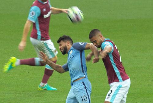 Man City: Aguero có thể thoát án phạt để dự derby - 1