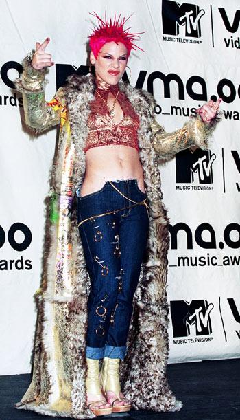 """Điểm lại những bộ trang phục """"điên rồ"""" nhất VMAs các năm - 5"""