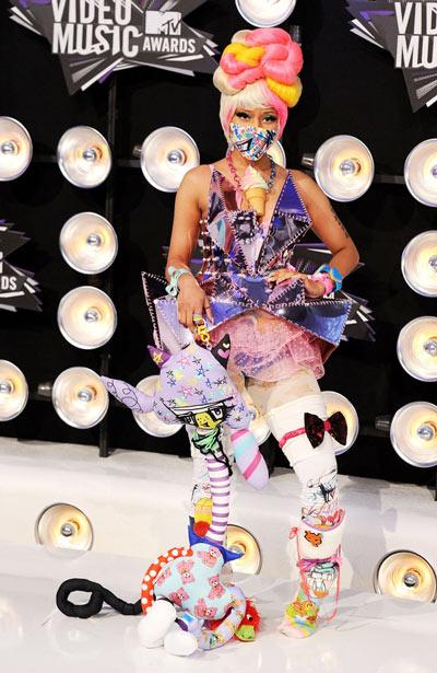 """Điểm lại những bộ trang phục """"điên rồ"""" nhất VMAs các năm - 12"""