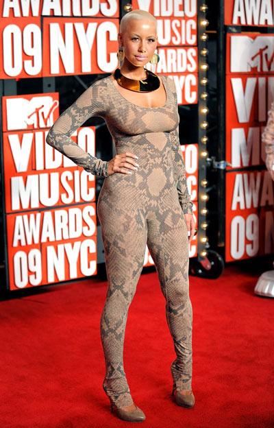 """Điểm lại những bộ trang phục """"điên rồ"""" nhất VMAs các năm - 11"""