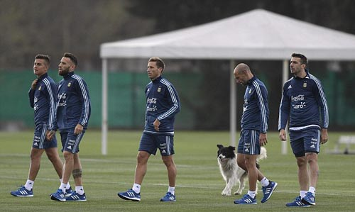 ĐT Argentina hội quân, Messi chấn thương - 2