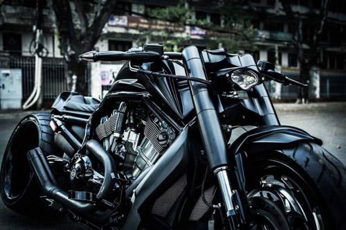 Người Dơi đi 'siêu' mô tô tái xuất trên đường phố Sài Gòn - 4