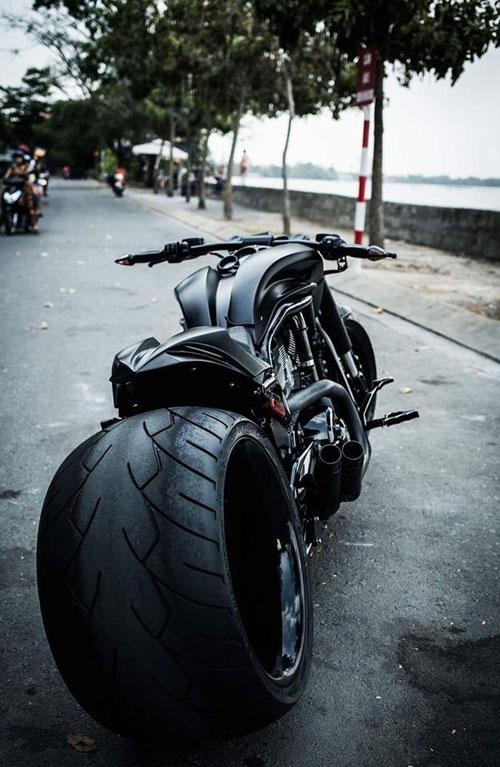Người Dơi đi 'siêu' mô tô tái xuất trên đường phố Sài Gòn - 10