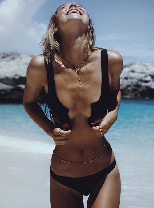 """Cô nàng soán ngôi """"nữ hoàng bikini"""" của Hailey Baldwin - 2"""