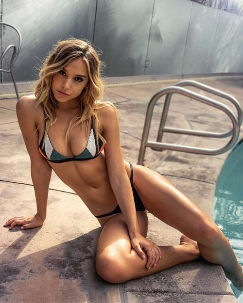 """Cô nàng soán ngôi """"nữ hoàng bikini"""" của Hailey Baldwin - 6"""