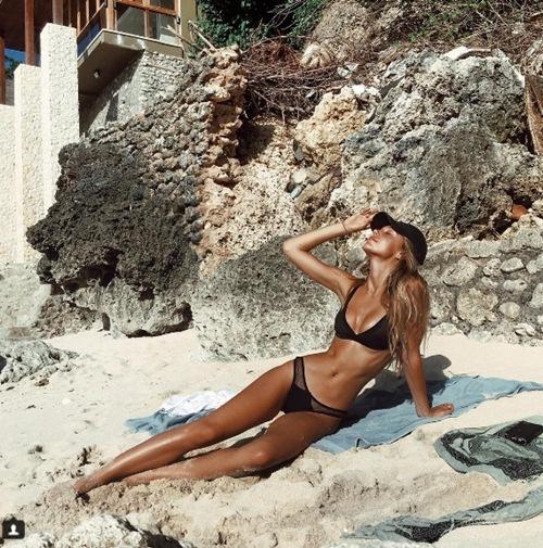 """Cô nàng soán ngôi """"nữ hoàng bikini"""" của Hailey Baldwin - 3"""