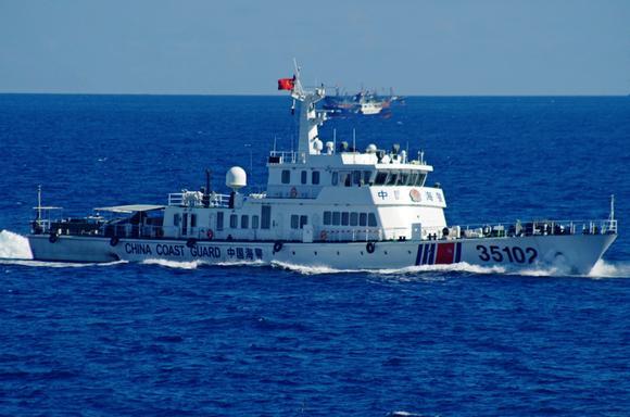 Dân Nhật muốn cứng rắn hơn với Trung Quốc - 1