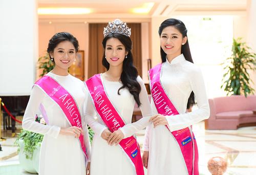 Hoa hậu Đỗ Mỹ Linh thướt tha với áo dài đính ngọc trai - 2