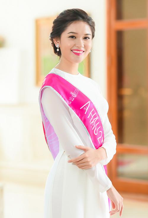 Hoa hậu Đỗ Mỹ Linh thướt tha với áo dài đính ngọc trai - 5