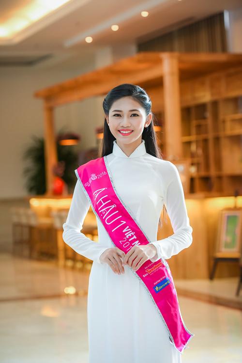 Hoa hậu Đỗ Mỹ Linh thướt tha với áo dài đính ngọc trai - 4