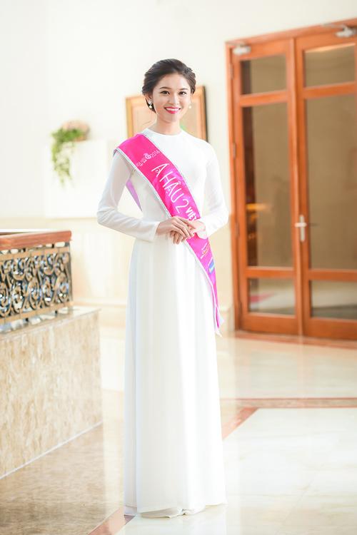 Hoa hậu Đỗ Mỹ Linh thướt tha với áo dài đính ngọc trai - 6