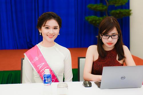 Hoa hậu Đỗ Mỹ Linh thướt tha với áo dài đính ngọc trai - 7