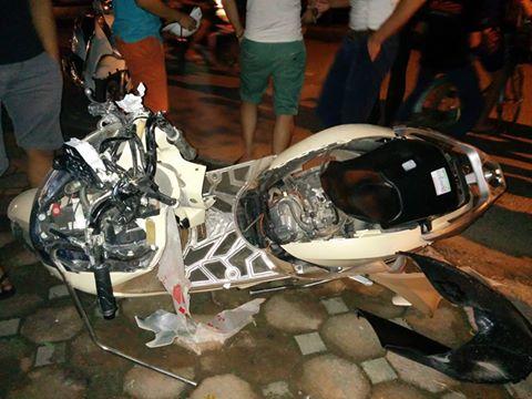 Dân đuổi đánh tài xế gây tai nạn, kéo lê xe máy hơn 3km - 1