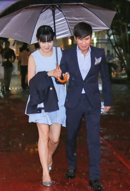 Vắng Hari Won, Trấn Thành lẻ loi xuất hiện giữa bão scandal - 5