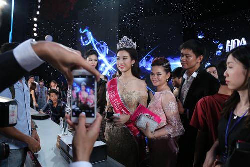 """Mẹ tân hoa hậu: """"Không đầu tư nhiều cho Mỹ Linh đi thi"""" - 4"""