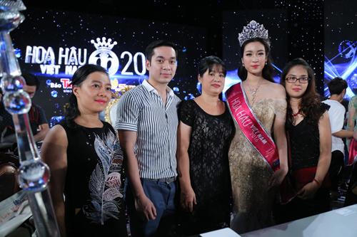"""Mẹ tân hoa hậu: """"Không đầu tư nhiều cho Mỹ Linh đi thi"""" - 5"""