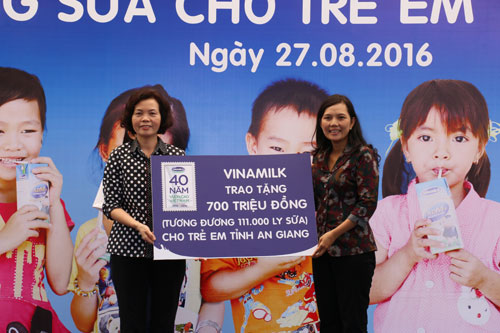 Vinamilk và Quỹ sữa Vươn cao Việt Nam tặng 111.000 ly sữa cho trẻ em An Giang - 7