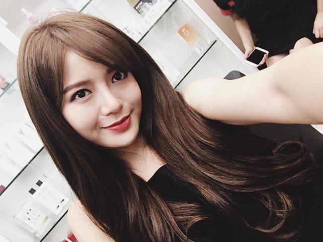 Hot girl Tú Linh (sinh năm 1991) & nbsp;là cựu & nbsp;sinh viên lớp Pháp 2, khoa & nbsp;Kinh tế đối ngoại, trường & nbsp;ĐH Ngoại thương Hà Nội.