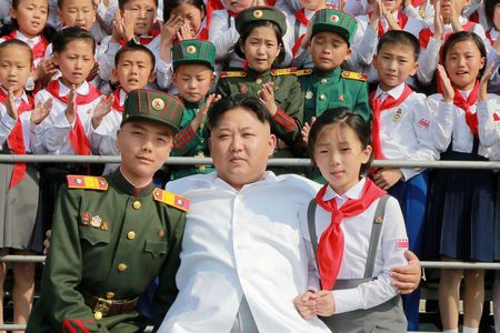 """Triều Tiên kêu gọi trẻ em """"liều mình"""" bảo vệ Kim Jong-un - 1"""