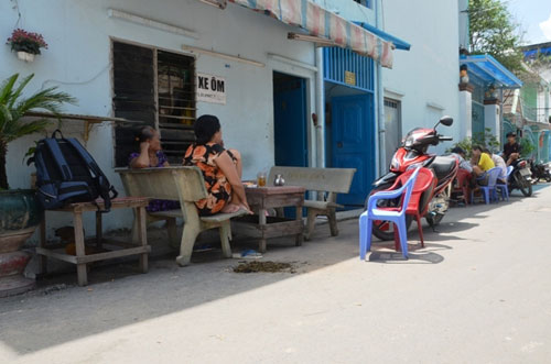 Hé lộ nguyên nhân thanh niên đâm chết cha dượng ở Sài Gòn - 2