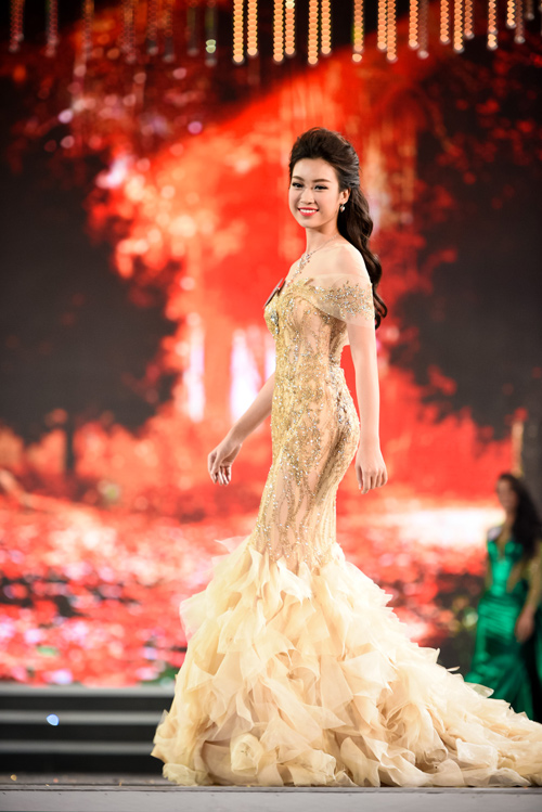 """Sự thật về chiếc váy """"đụng hàng"""" của hoa hậu Mỹ Linh - 1"""
