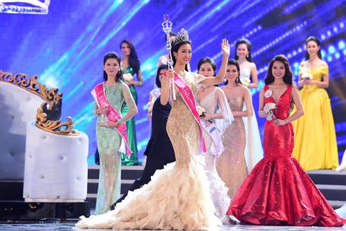 """Sự thật về chiếc váy """"đụng hàng"""" của hoa hậu Mỹ Linh - 2"""