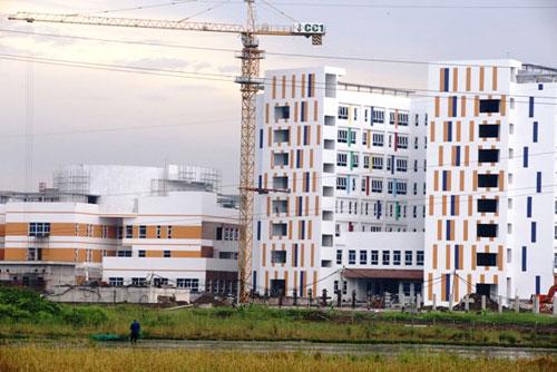 Kỳ lạ: Bệnh viện xây gần xong nhưng chưa có đường - 3