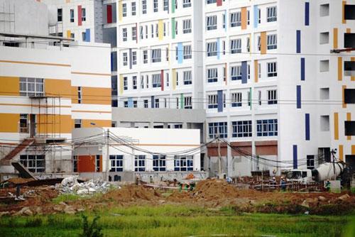 Kỳ lạ: Bệnh viện xây gần xong nhưng chưa có đường - 4