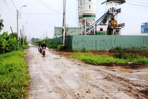 Kỳ lạ: Bệnh viện xây gần xong nhưng chưa có đường - 8