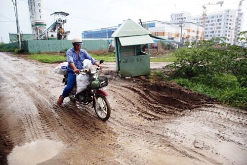 Kỳ lạ: Bệnh viện xây gần xong nhưng chưa có đường - 6
