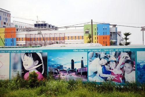Kỳ lạ: Bệnh viện xây gần xong nhưng chưa có đường - 9