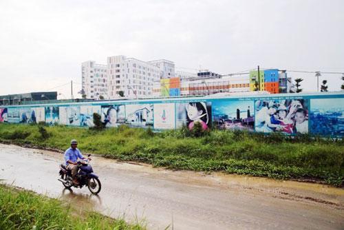 Kỳ lạ: Bệnh viện xây gần xong nhưng chưa có đường - 10
