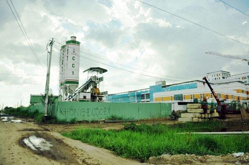 Kỳ lạ: Bệnh viện xây gần xong nhưng chưa có đường - 12