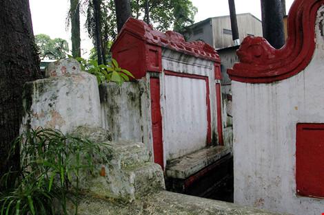 Kỳ bí khu mộ cổ hơn trăm năm trong công viên Tao Đàn - 10