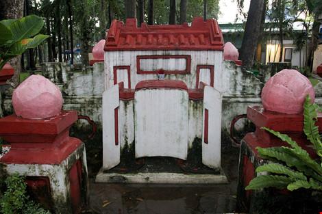 Kỳ bí khu mộ cổ hơn trăm năm trong công viên Tao Đàn - 2