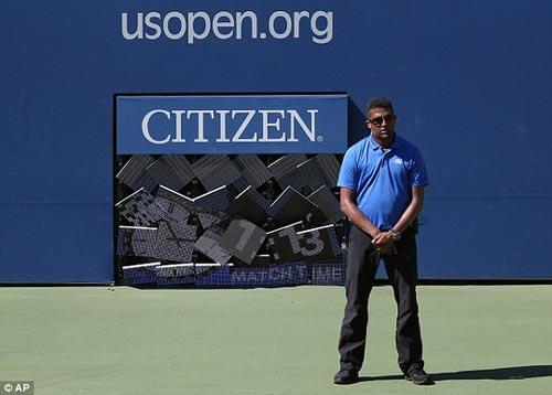 Monfils suýt bị đồng hồ đè gãy chân ở US Open - 6