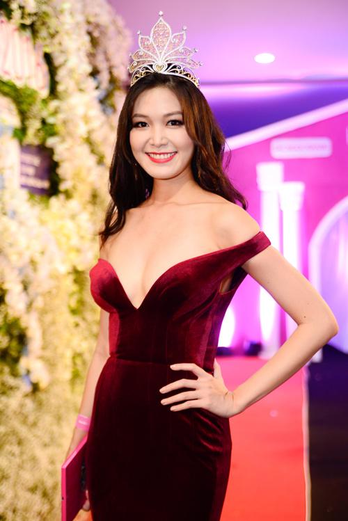 """Váy sexy đến """"nín thở"""" của Thùy Dung ở chung kết HHVN - 2"""