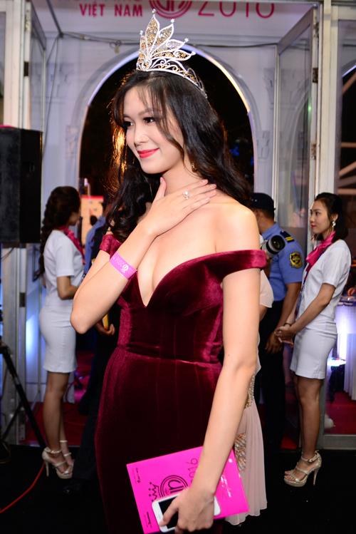 """Váy sexy đến """"nín thở"""" của Thùy Dung ở chung kết HHVN - 1"""