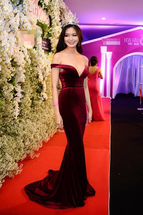 """Váy sexy đến """"nín thở"""" của Thùy Dung ở chung kết HHVN - 3"""