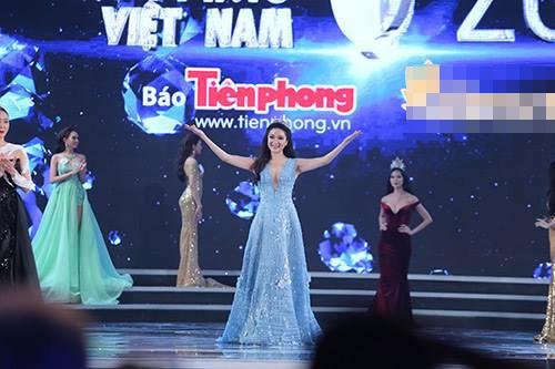 """Váy sexy đến """"nín thở"""" của Thùy Dung ở chung kết HHVN - 8"""