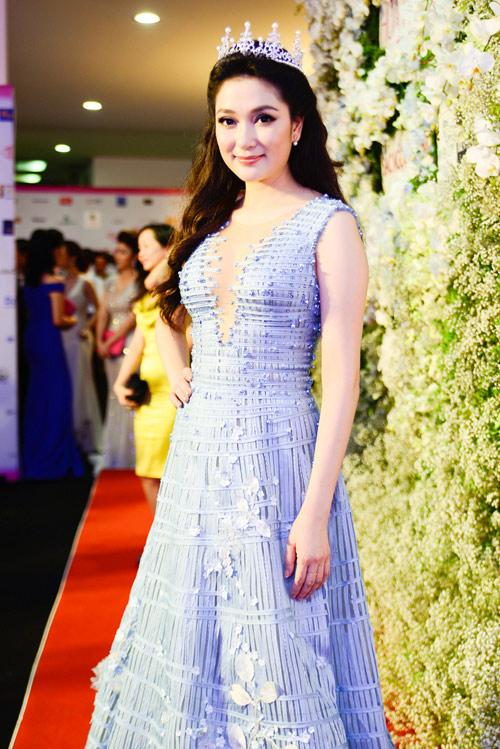 """Váy sexy đến """"nín thở"""" của Thùy Dung ở chung kết HHVN - 7"""