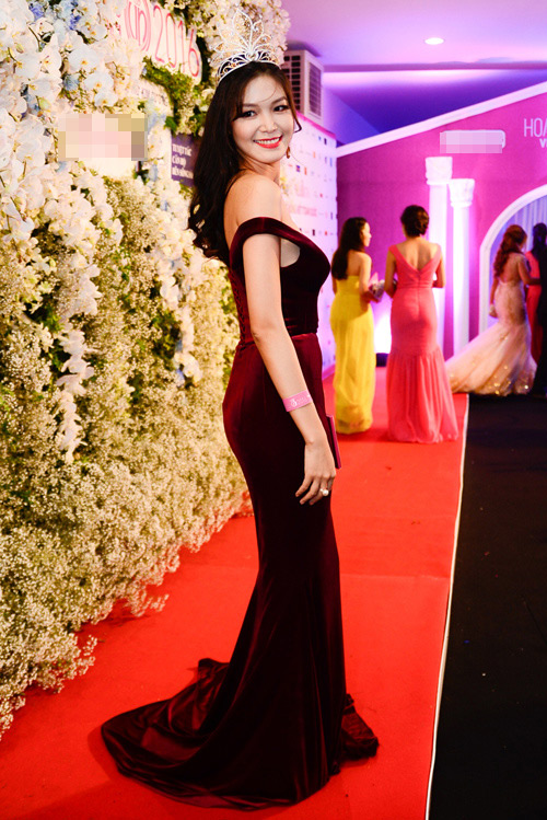 """Váy sexy đến """"nín thở"""" của Thùy Dung ở chung kết HHVN - 4"""