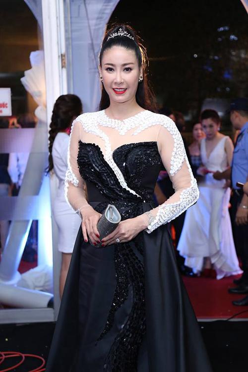 """Váy sexy đến """"nín thở"""" của Thùy Dung ở chung kết HHVN - 10"""
