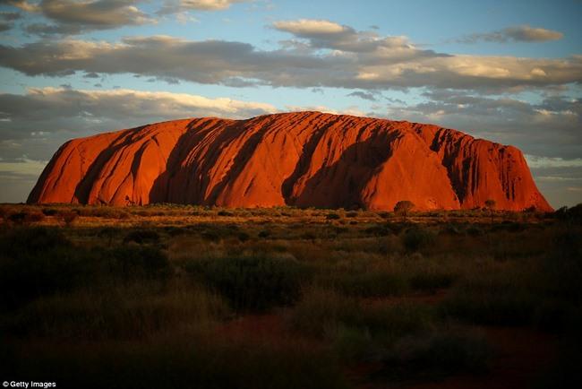 Video quay đá thiêng lớn nhất thế giới ở Úc từ trên cao - 5