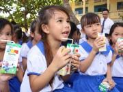 Vinamilk và Quỹ sữa Vươn cao Việt Nam tặng 111.000 ly sữa cho trẻ em An Giang