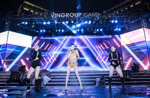 """Bùng nổ với đêm nhạc """"Vingroup card: Một tấm thẻ - Vạn món quà"""" - 5"""