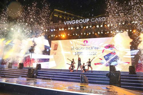 """Bùng nổ với đêm nhạc """"Vingroup card: Một tấm thẻ - Vạn món quà"""" - 3"""