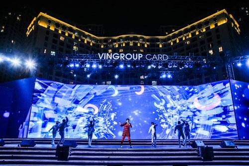 """Bùng nổ với đêm nhạc """"Vingroup card: Một tấm thẻ - Vạn món quà"""" - 2"""