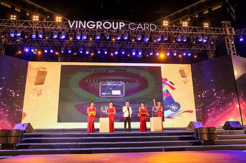 """Bùng nổ với đêm nhạc """"Vingroup card: Một tấm thẻ - Vạn món quà"""" - 1"""